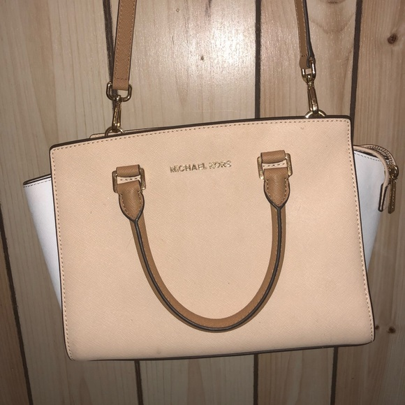 Michael Kors Handbags - Michael kors cross body purse!